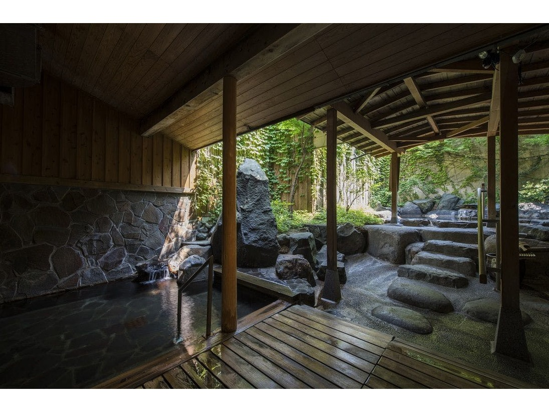 当館は28室と小規模の温泉宿ですが、大浴場が広々としており、ゆったりとお寛ぎいただけます