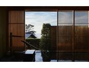 最大級の温泉風呂が備わる特別室「玉響」