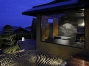 温泉が流れる特別室の客室用露天風呂。間人温泉の泉質を存分にお楽しみ頂ける