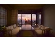 【新離れ客室 季音庵 内観】4部屋の新客室ももちろんオーシャンビュー。海の情景と過ごすリビングルーム