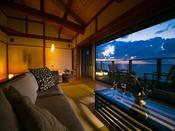 【離れ客室 海鈴】客室の大きな窓からは一面の日本海が広がる。海を眺め過ごす憧れのシチュエーションがそこに