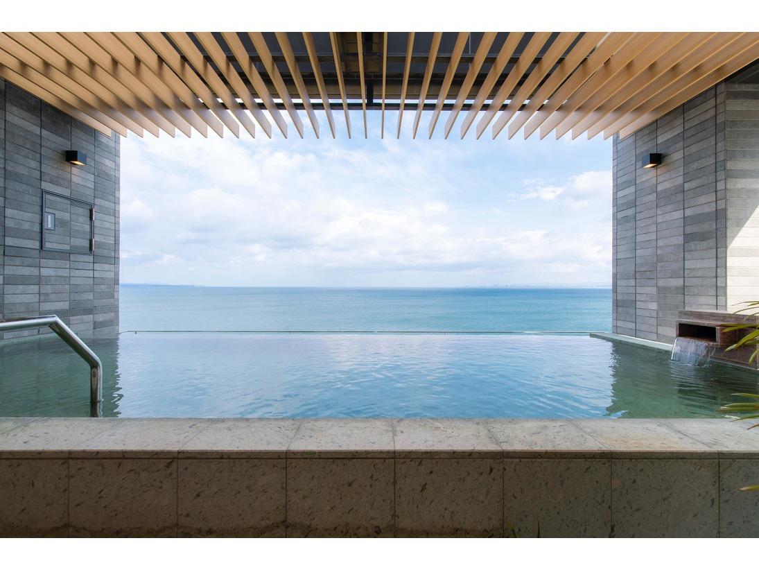 別府湾を一望するインフィニティ露天風呂です。