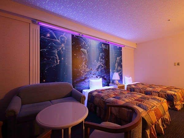 暗くすると星が浮かび上がるお部屋です