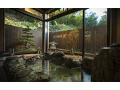 【貸切温泉 月見-tukimi-】爽やかな山風と小鳥のさえづりが心地よい朝の岩風呂