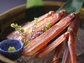 品格を醸す透き通るような美しい蟹身。丹後半島の地蟹は砂地が多い生息域の為足が長いのが特徴