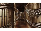 <個室食事処 湊-minato->4000本の竹と流木で丹後の白波を表現