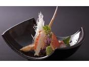 ねっとり甘い活ガニの刺身。至福のカニ三昧の宴はまずカニ本来の美味を味わうカニ刺しから開宴