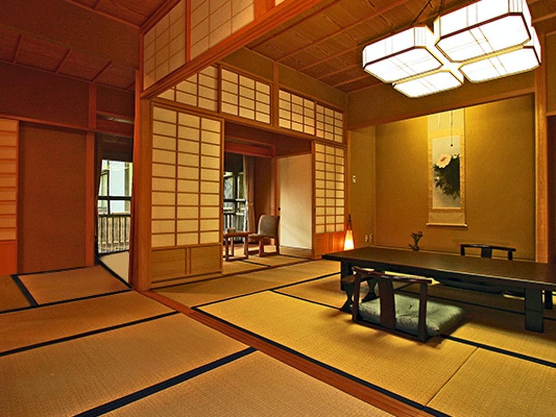 温泉付客室B お部屋専用の源泉かけ流し温泉付。和室10畳+6畳+4畳の広々とした造り。