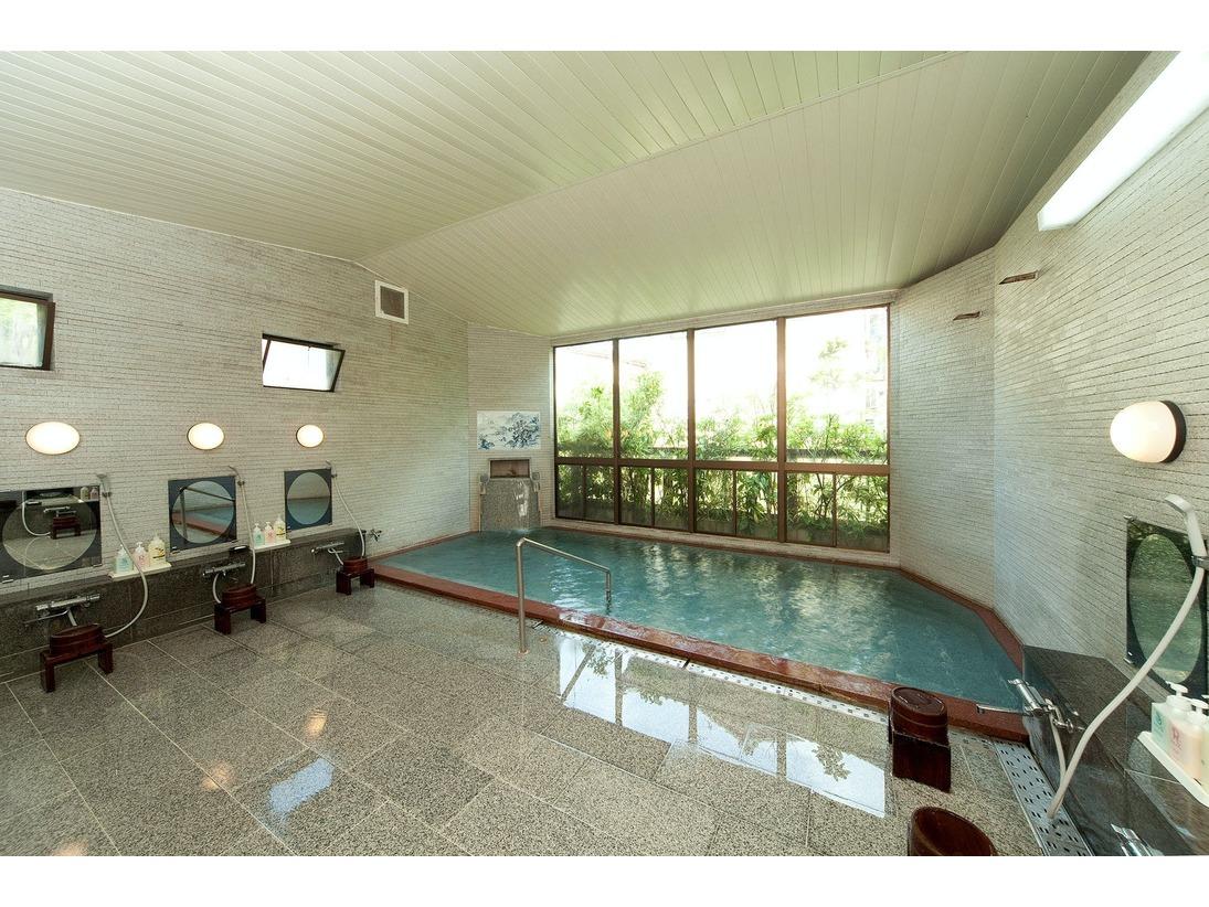 男女対称の造りの温泉大浴場。24時間ご入浴可能です。男女ともサウナ付き(サウナご利用時間15:00~21:00)