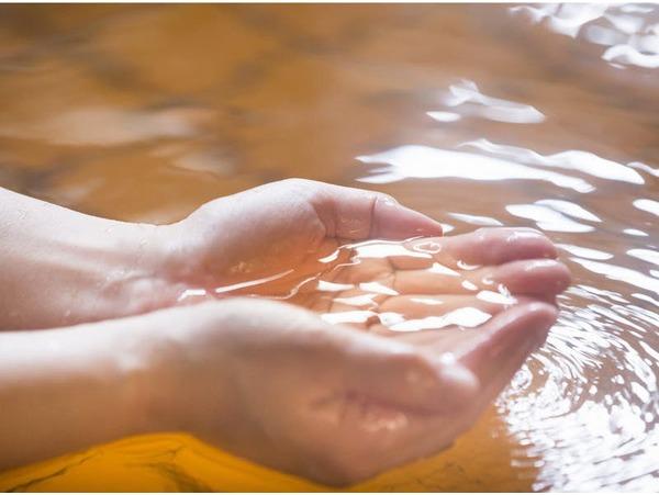 琥珀色の天然温泉