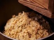 朝食:和洋ブッフェ 1階「グランカフェ」。福岡県産米を使用した炊き立て御飯、炭火焼かしわめし、御粥をご用意。九州ならではのご飯のお供とご一緒にお愉しみください。