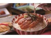 朝食:和朝食膳 地下1階「松風」。鯛は、まずはそのままで。次は出汁をかけて、鯛茶漬けとしてお召上がりください。大好評の一品です。