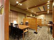 朝食:和朝食膳 地下1階「松風」。スタッフがお席まで和朝食膳をお持ち致します。ブッフェとは異なる落ち着いた雰囲気にてお召上がり頂けます。