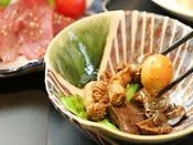 - 鶏モツ煮 - 当館オリジナルのお料理です!