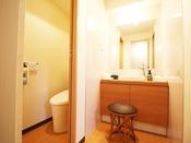 洋室と違い、和洋室は洗面とお手洗い、ユニットバスのそれぞれが独立しているので、使い勝手も良くなっています