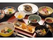 お夕食一例/器や食材、見た目からも秋を感じていただけるよう考えられた懐石料理。
