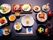 *お夕食一例/器にもこだわり季節ごとの彩りを添えた上品な味わい。