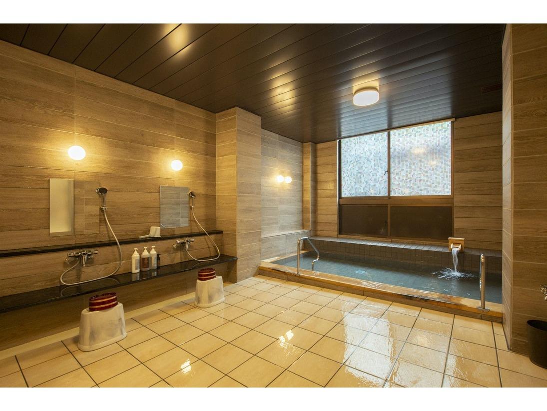 当温泉にはお肌の汚れや古い角質を取り除く効果があり、スキンケアに適した「美人の湯」と呼ばれています。【女性用大浴場】