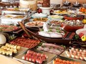和・洋・中のお好みのお料理に牛ステーキ、サザエつぼ焼き。伊豆ならではの鯛や鯵のお刺身など楽しめます。