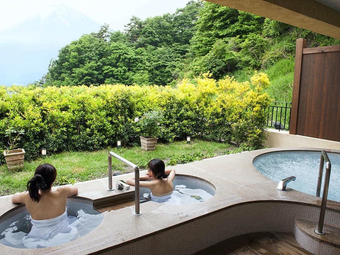女性露天風呂は開放的なジャグジー付き。※天然温泉ではありません。