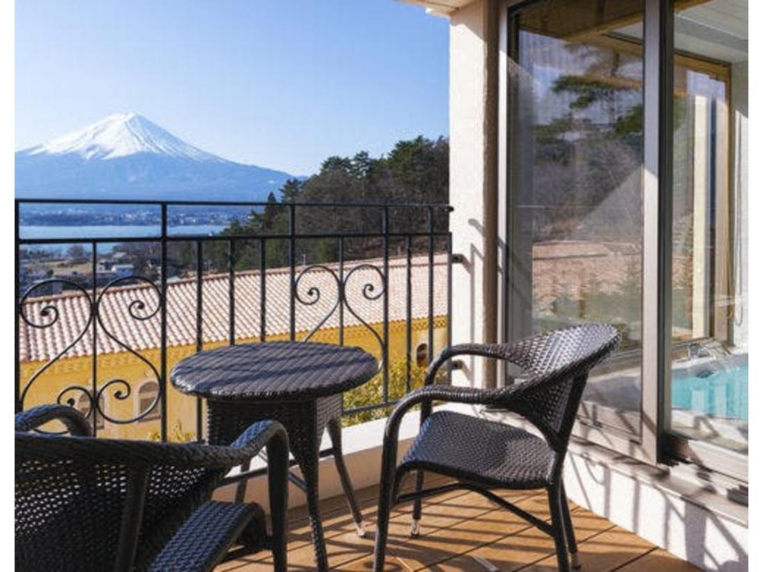 【ラビスタツイン】快晴の朝はテラスで神々しい富士山を眺めながら。