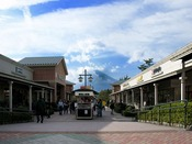- 御殿場アウトレット - 静岡県御殿場市に所在する、日本国内最大規模のアウトレットモールです!