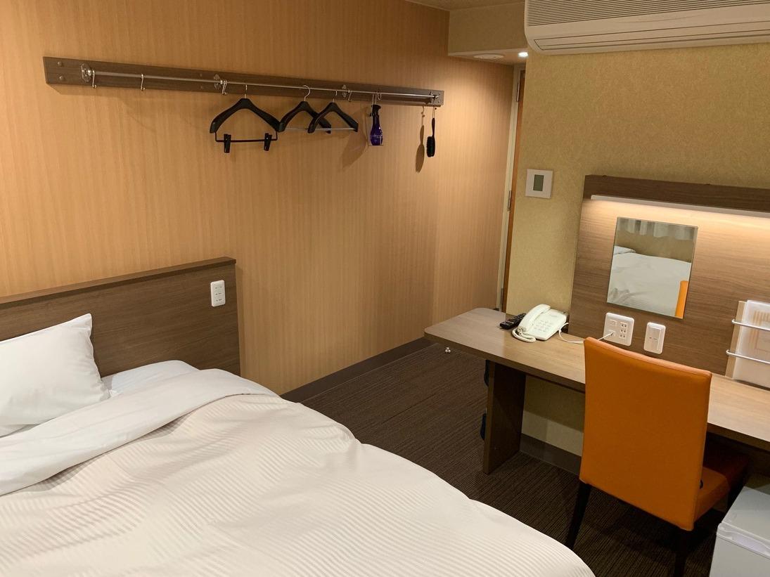 【禁煙】リニューアル・デラックスシングルルーム(ベッド幅140センチで快適)2019年改装。明るく機能的な部屋。LAN(無線・有線)。客室広さ14平米