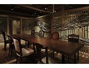 個室お食事処の各食事スペースは襖を外して大人数用の宴会場使用にも対応可能。大人数でのお祝いの席等各種用途にご利用いただけます
