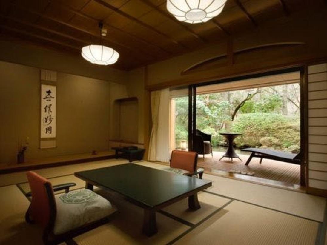 【和洋室露天風呂付 70平米】海石榴の客室はお部屋によって趣きが異なります。