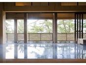 離れの温泉「海音の森」~大浜海岸の松林を望む