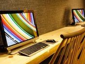 特別フロア【和み】ゲスト専用ラウンジではインターネット接続PCが利用できる