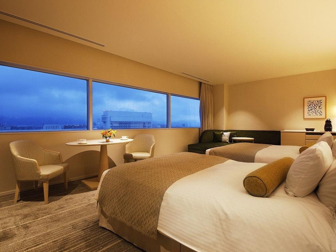 【ニッコーフロア:デラックスツイン】大きく窓の開いた開放感あふれるお部屋。