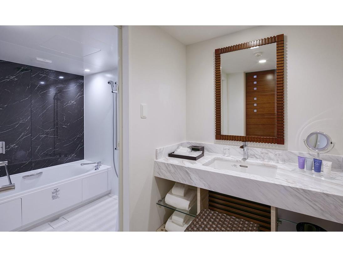【バスタブ付きバスルーム/イメージ】広々としたバスルームでゆったりバスタイムを。