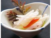 【お料理】有機の菊芋をあっさりと。旬の新鮮素材だけが出せる、野菜の素材の甘みをお楽しみください。