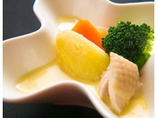 【お料理】穫れたて有機野菜の甘みと栄養を、コーンクリームシチューに閉じ込めました。