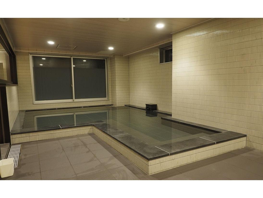 春の訪れをイメージした浴場、女性大浴場『春隣』(はるとなり)※当館では六日町温泉のお湯を使用いたしております。