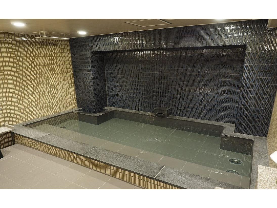 雪国をイメージした浴場、男性大浴場『雪籠り』(ゆきこもり)※当館では六日町温泉のお湯を使用いたしております。