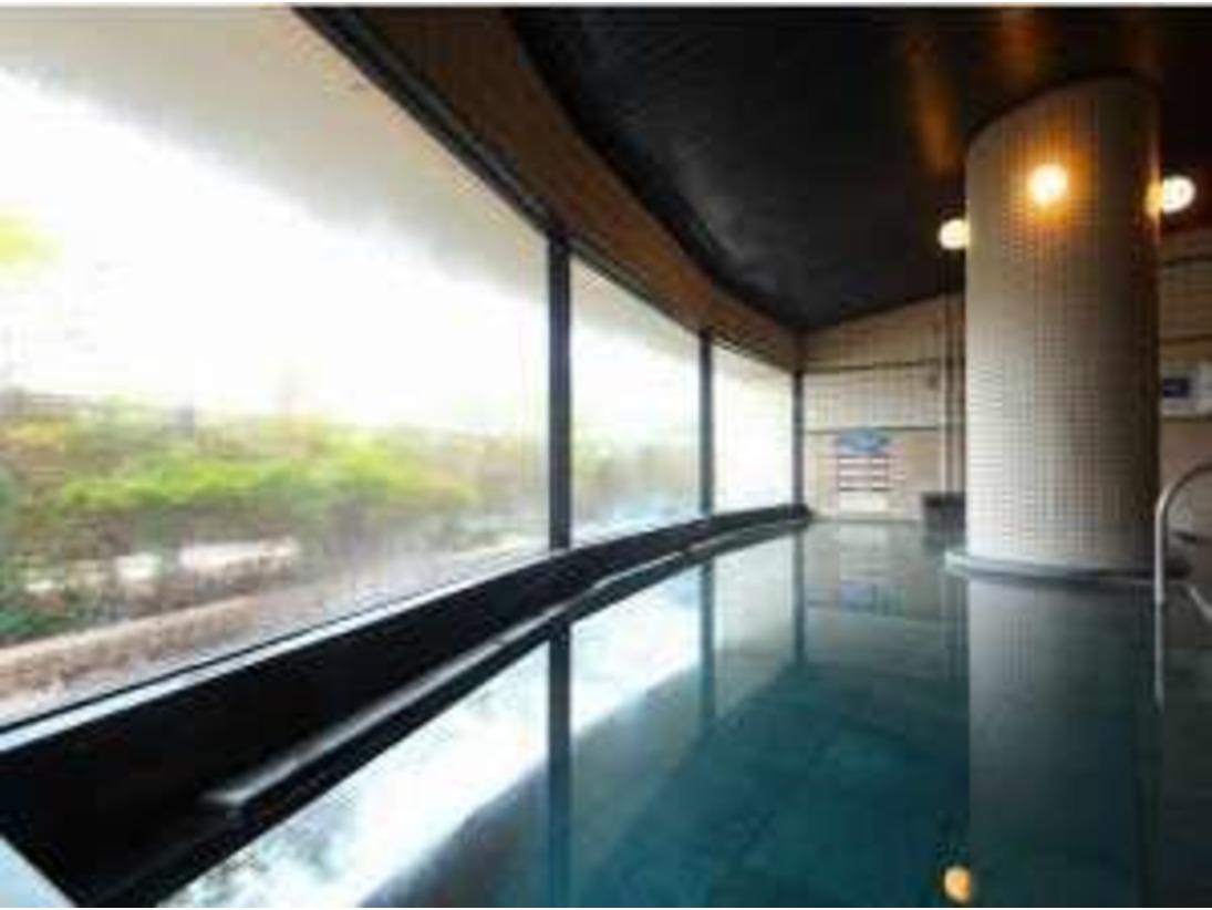 泉質が自慢の源泉100%の天然温泉はお肌もしっとりすべすべ、湯上りはさっぱりとしています。地下1000メートルより湧き出るナトリウム・炭酸水素塩泉の泉質は効能が豊富な天然温泉大浴場です。