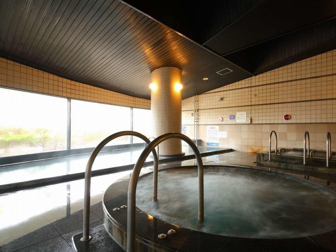 ゆったりくつろげる大浴場をはじめ、うずしおを連想させるジャグジーや、湯船につかりながら旅の疲れをリフレッシュできるジャグジー寝湯もお楽しみ頂けます。