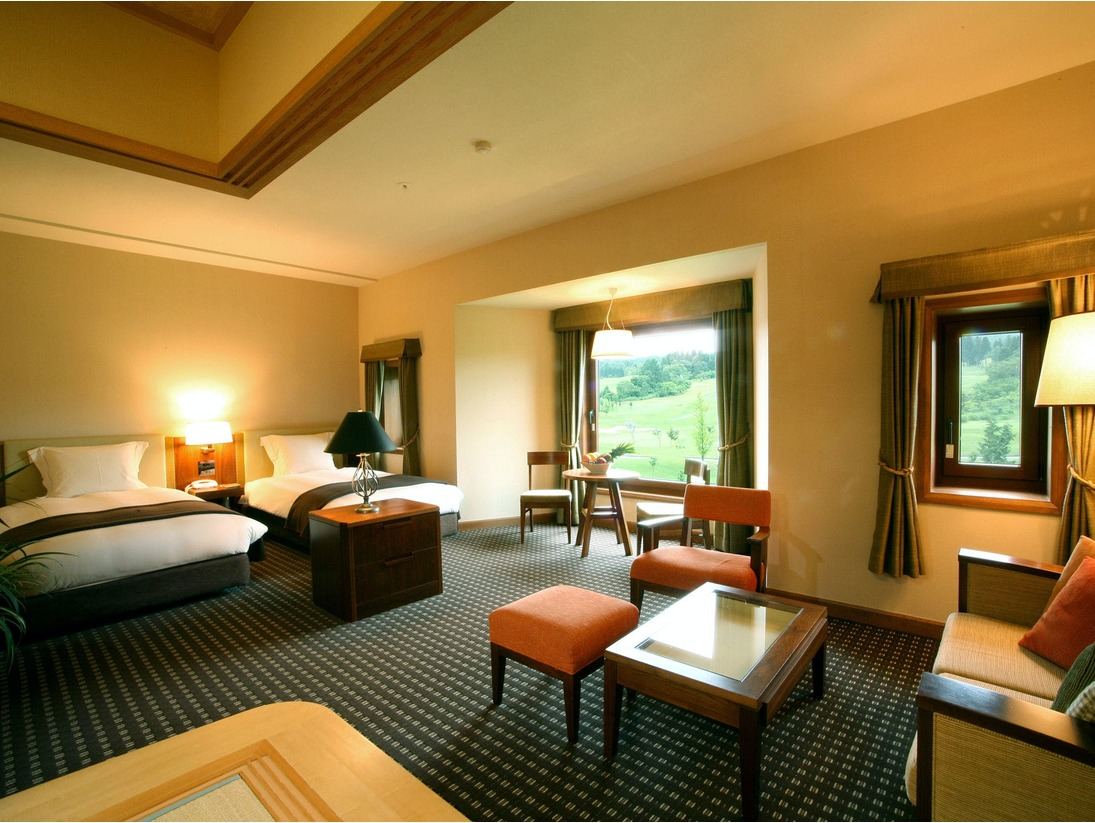 【別館・ファミリールーム一例】ベッドルームにソファ&テーブルに和室まで完備
