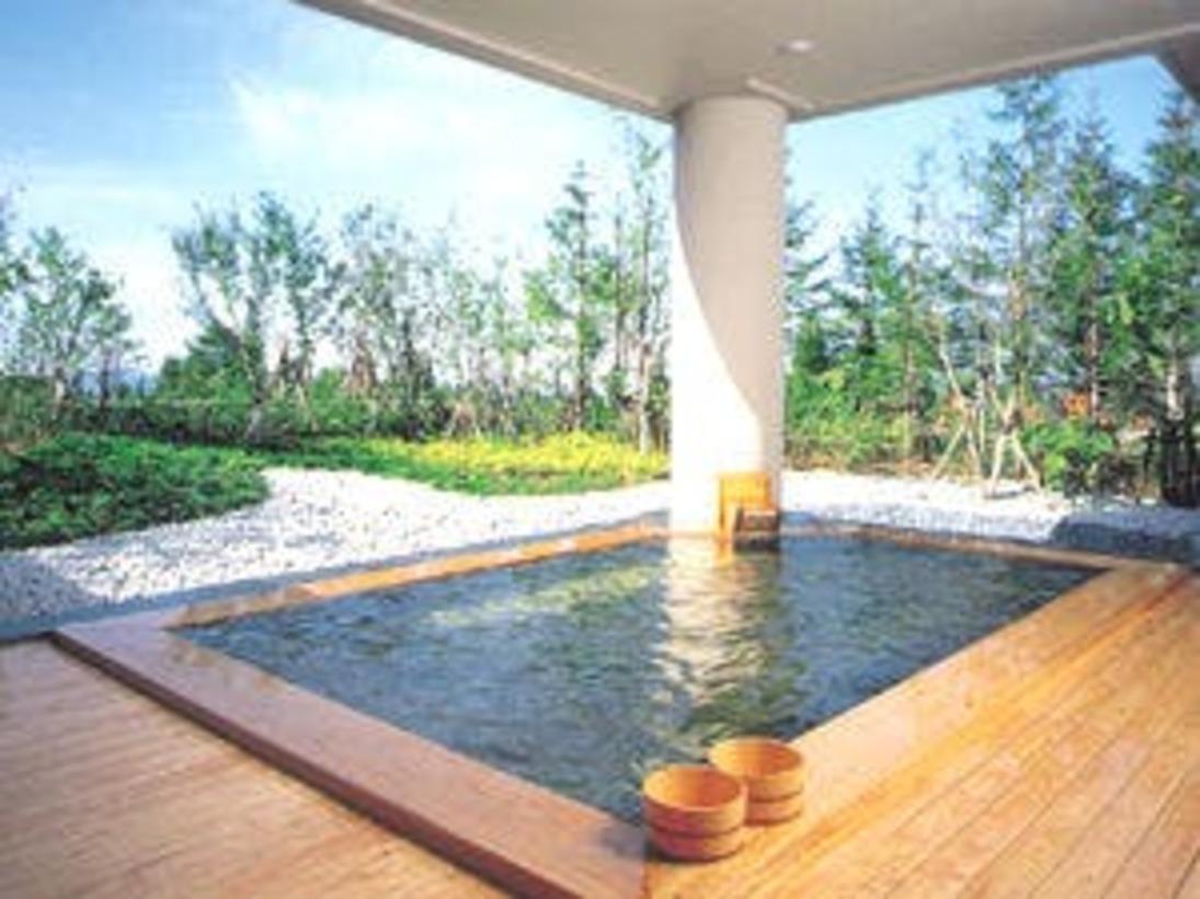 【ふるさとの湯(露天風呂)】四季の移ろいを肌で感じていただける当ホテル自慢の露天風呂