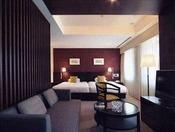 デラックスツイン(Central Side客室)ワンランク上のインテリアで調えられた44平米の広々とした客室です。ハリウッドタイプのベッドでゆったり、人気のお部屋です。
