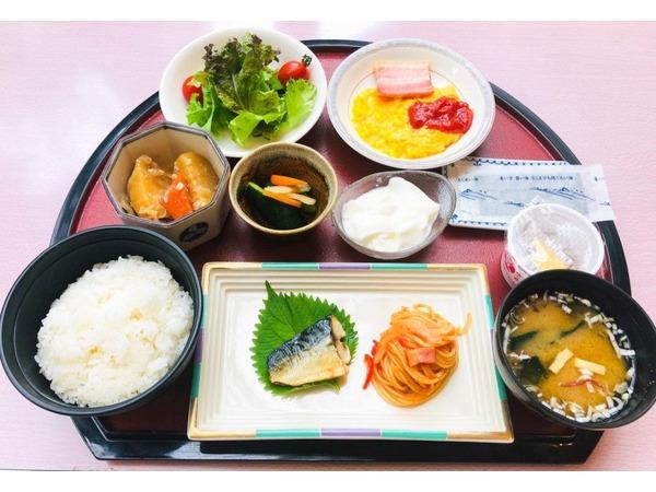 朝食・日替わりお膳(豊富なドリンクバー)