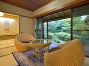 *客室一例『加茂』/「玉のような美しい庭」に囲まれた、わずか8室の客室。