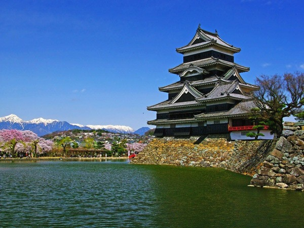 松本城まで徒歩15分♪