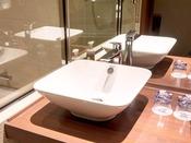 【スタンダード洗面】陶器製の広めの洗面器をご準備しております(一部客室)