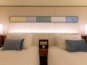 【寝具(ビューバスツイン仕様)】ホテルオリジナルのベッドを使用しております(お部屋タイプによって仕様が異なります。)
