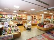 「売店」静岡各地のお土産など数多く取り揃えています。
