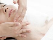 エステサロン「花草香」◆ブルガリアンローズオイル使用心に対しては不安やストレスの緩和作用、体に対しては体内浄化、体臭抑制、老化・乾燥肌に効果がある最高級のローズオイルです。