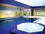 室内プールは天然温泉100%、ジャグジーバス付きです。